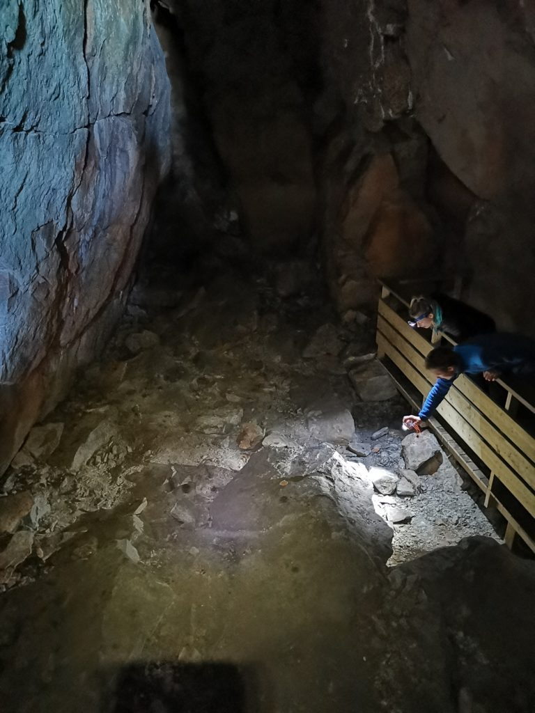 """Bilder fra Bølekointa eller """"Skjeletthulen"""". Inspirasjon til grottesafari"""